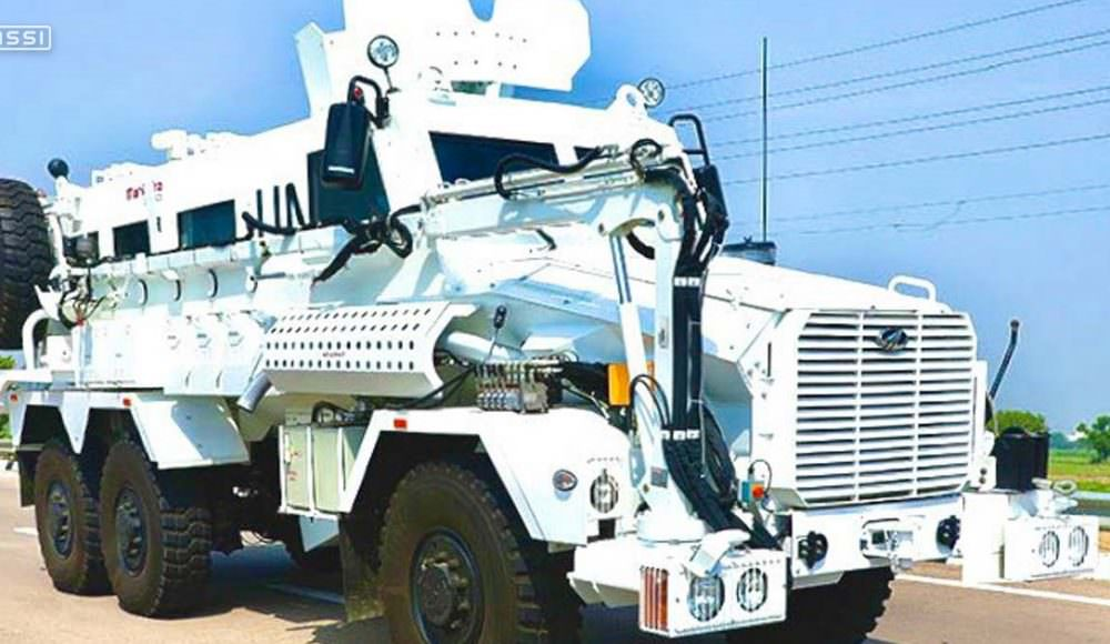 mahindra-defence-vehicle-made-in-india-with-Fassi-crane