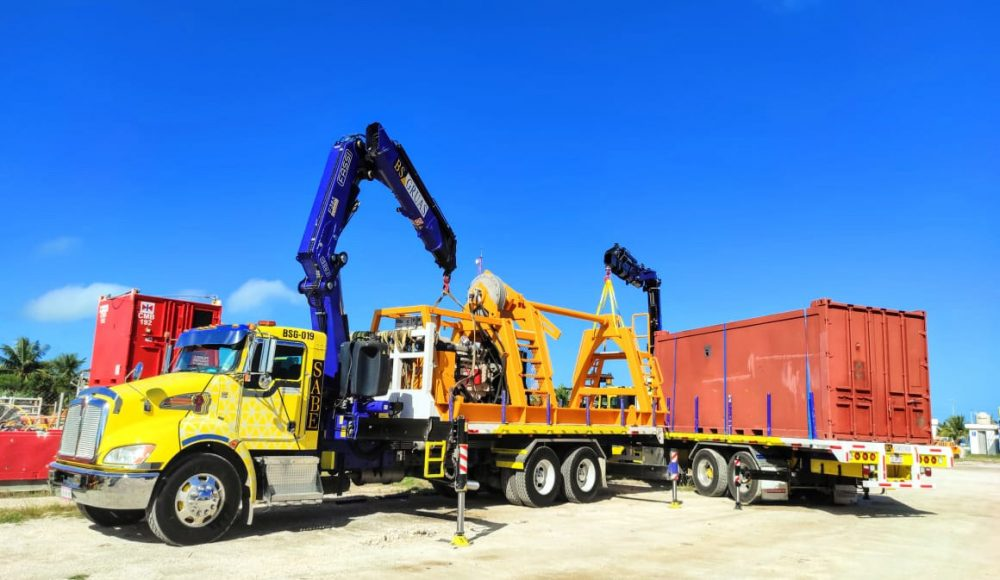 Two-Fassi-cranes-a-F295A-e-dynamic-and-F358A-e-dynamic-of-a-Mexican-customer-work-in-tandem-2