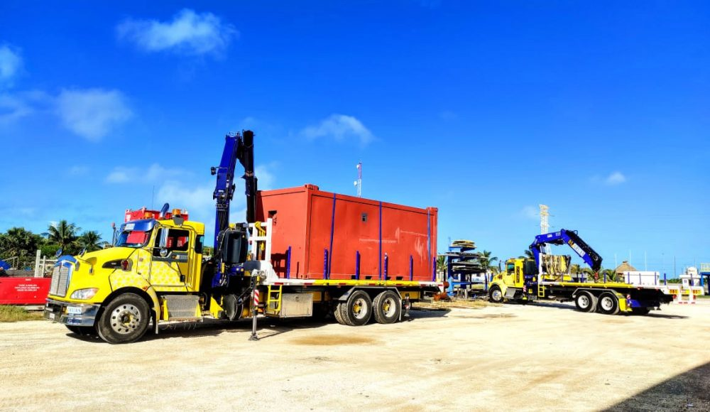 Two-Fassi-cranes-a-F295A-e-dynamic-and-F358A-e-dynamic-of-a-Mexican-customer-work-in-tandem-3